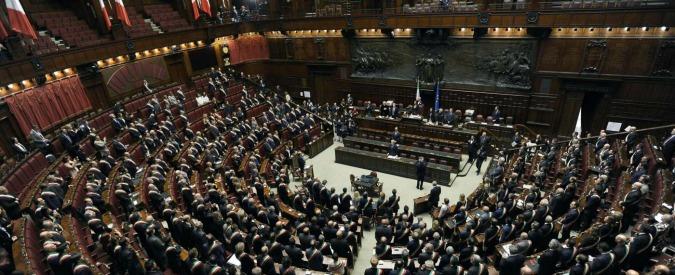Portaborse in piazza dopo l'ennesimo scandalo. E Bernini (M5s) condannato non paga l'ex collaboratore da 5 mesi