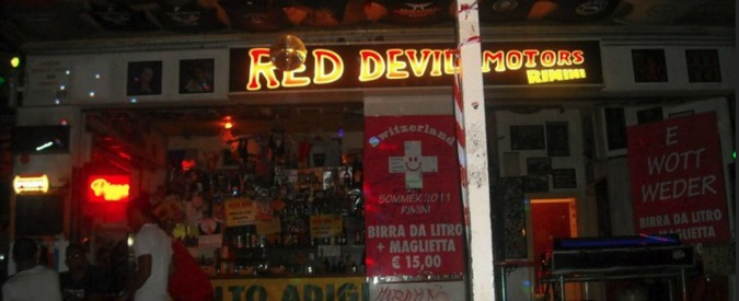 """Rimini, """"pagate cento euro e potrete suonare nel mio locale"""". Rivolta sul web, poi le scuse"""