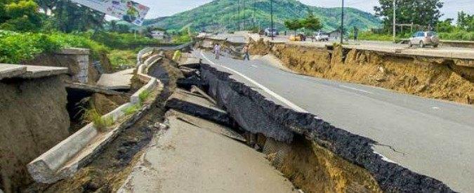 """Terremoto Centro Italia, il sismologo dell'Ingv: """"È come se l'Italia venisse tirata lungo l'Appennino"""""""