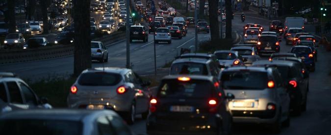 """Roma, la sindaca Raggi: """"Stop ai diesel in centro a partire dal 2024"""""""