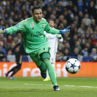Real Madrid's Costa Rican goalkeeper Keylor Navas in action during the UEFA Champions League round of 16 first leg match between Real Madrid and Napoli at Santiago Bernabeu stadium in Madrid, Spain, 15 February 2017. EFE/Kiko Huesca