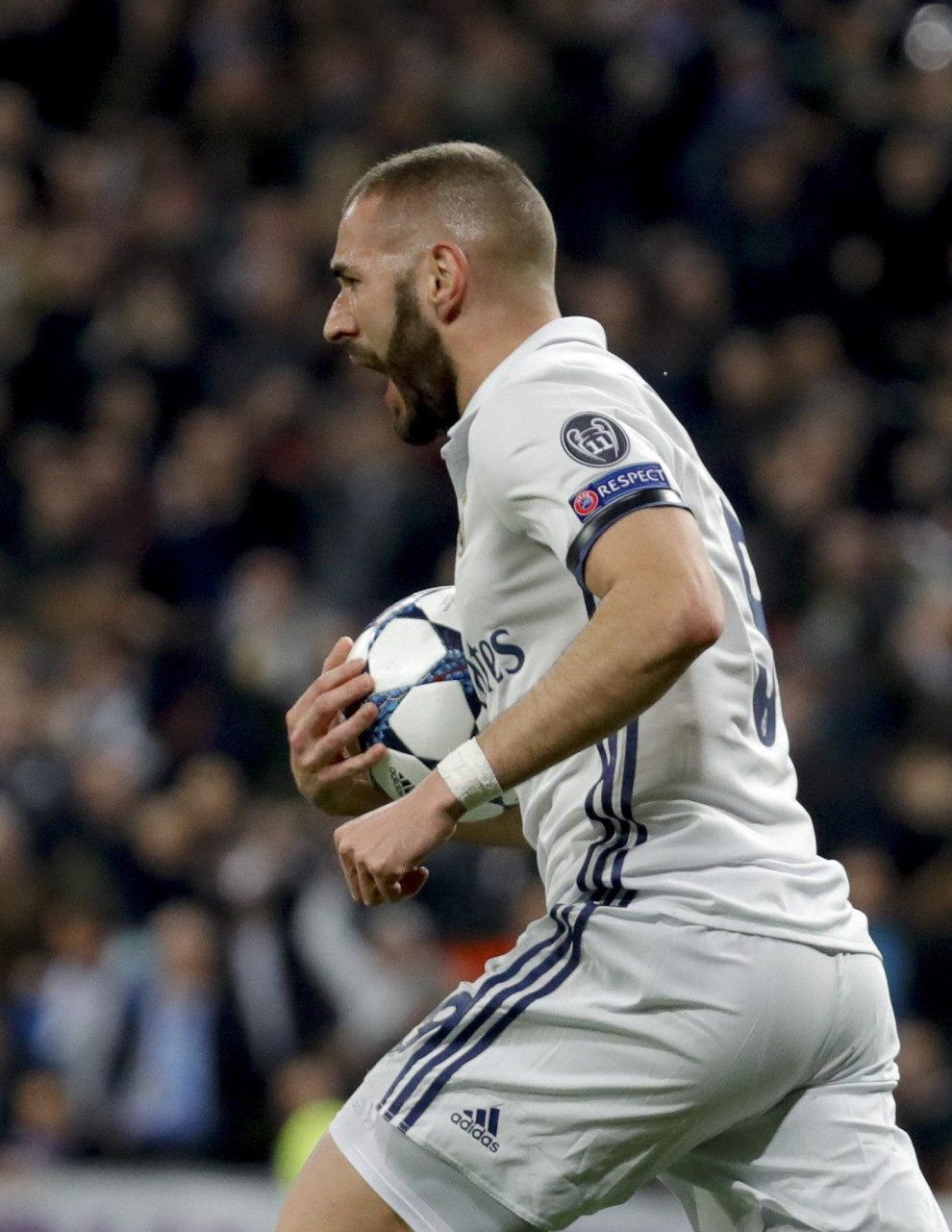 Real Madrid's French striker Karim Benzema jubilates a goal, the first against Napoli, during their UEFA Champions League round of 16 match at Santiago Bernabeu stadium in Madrid, Spain, 15 February 2017. EFE/JuanJo Martin