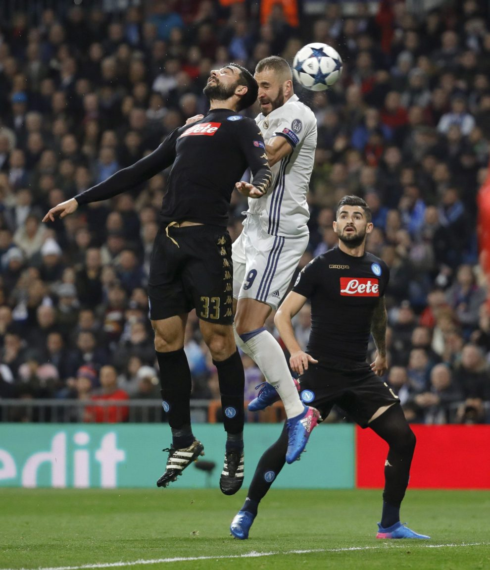 Real Madrid's French striker Karim Benzema (C) goes for a header to score a goal, the first against Napoli, during their UEFA Champions League round of 16 match at Santiago Bernabeu stadium in Madrid, Spain, 15 February 2017. EFE/JuanJo Martin