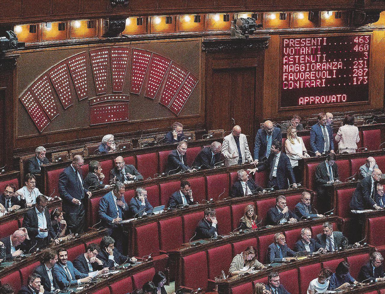 """In Edicola sul Fatto del 5 febbraio: """"Basta soldi ai partiti"""". Ma incassano 50 milioni l'anno"""