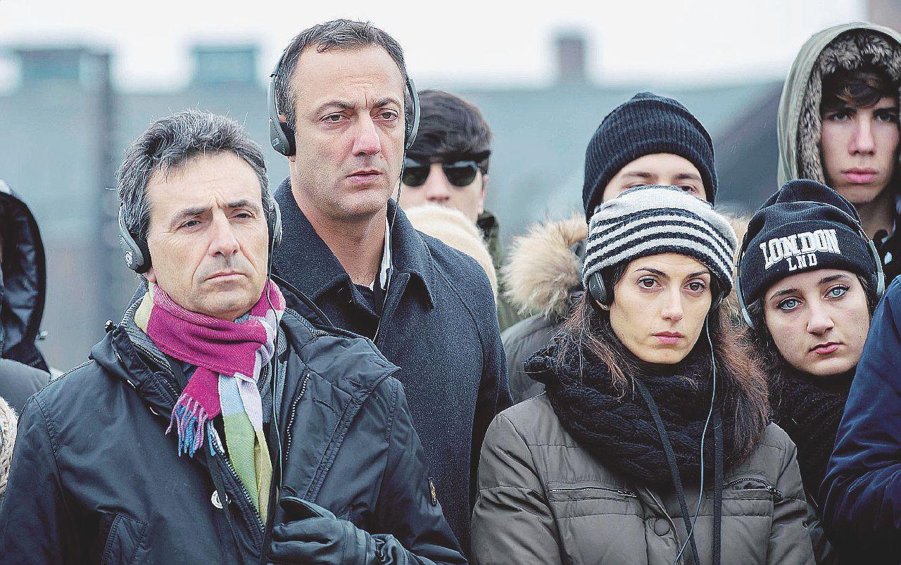Virginia Raggi caso polizze: Salvatore Romeo indagato per concorso in abuso d'ufficio
