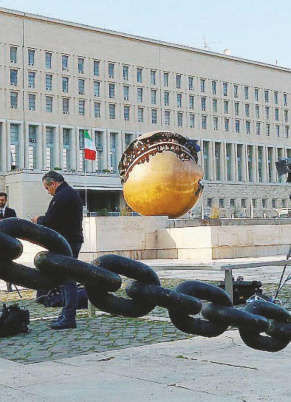 Spionaggio politico e militare: i pm cercano gli hacker della Farnesina