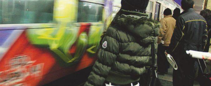 Milano, 16enne violentata sul treno: caccia al branco