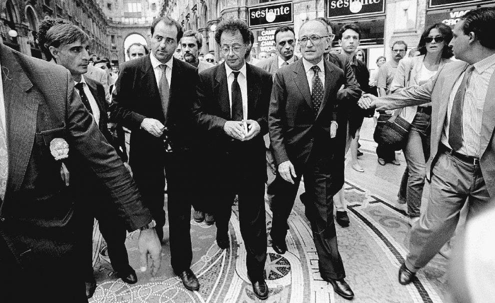 Bettino Craxi e Berlusconi. Nella foto grande Antonio Di Pietro, Gherardo Colombo e Francesco Saverio Borrelli  –  Ansa/Fotogramma