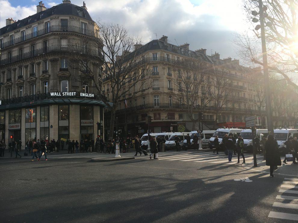 Parigi ancora scontri a manifestazione blindata per il for Parigi a febbraio