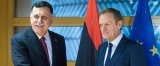 """Migranti, Donald Tusk ci crede: """"Rotta tra la Libia e l'Italia può essere chiusa"""". Sarraj a Roma per accordo con Gentiloni"""