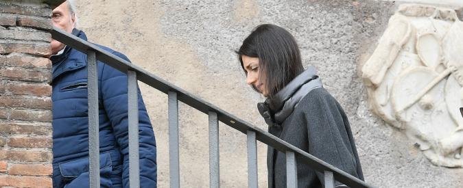 Virginia Raggi, sindaca di nuovo indagata per abuso d'ufficio: questa volta in concorso con Salvatore Romeo