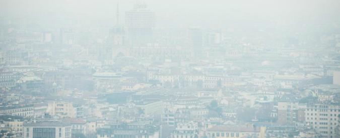 Smog a Milano, superati limiti Pm10 per 7 giorni di fila: stop veicoli più inquinanti