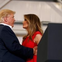 Trump e la first lady Melania in Florida per comizio 'Make America Great Again'