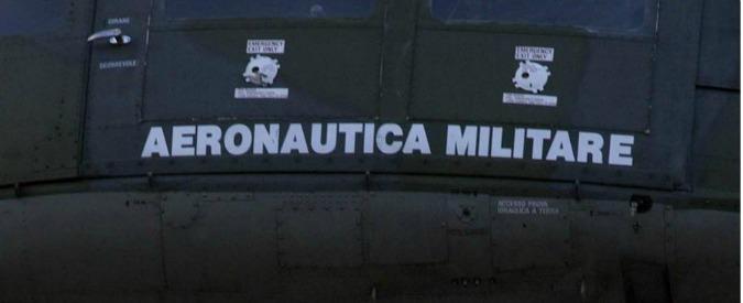 """Amianto, inchiesta sull'Aeronautica. La perizia per i pm: """"Rischio ignorato per anni, a lavoratori neanche mascherine"""""""