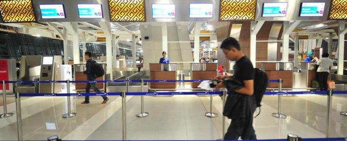 Venezia, saudita fermata in aeroporto: aveva con sé due proiettili e foto di donna velata con kalashnikov