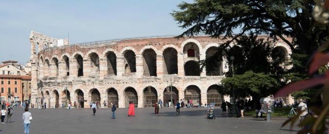 Arena di Verona, i giochi di potere attorno all'assurda copertura