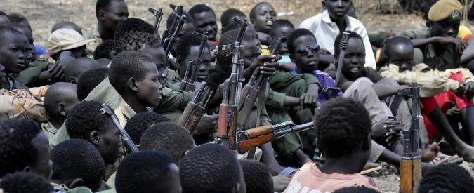 Giornata mondiale contro i bambini-soldato, oltre 250mila i minori costretti a fare la guerra