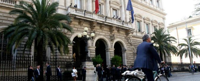 Operazioni finanziarie, Bankitalia: 'Sommerso, contante e valute virtuali agevolano reinserimento proventi illeciti'