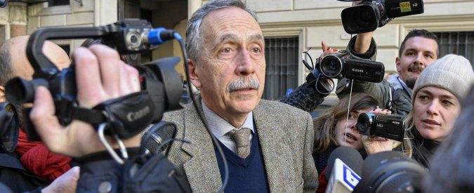 """Roma, Berdini: """"Dimissioni irrevocabili. Le periferie degradano, ma Raggi pensa allo stadio"""". Lei: """"Andiamo avanti"""""""
