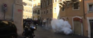 Sciopero Taxi, sale la tensione a Roma. Due bombe carta davanti a Montecitorio