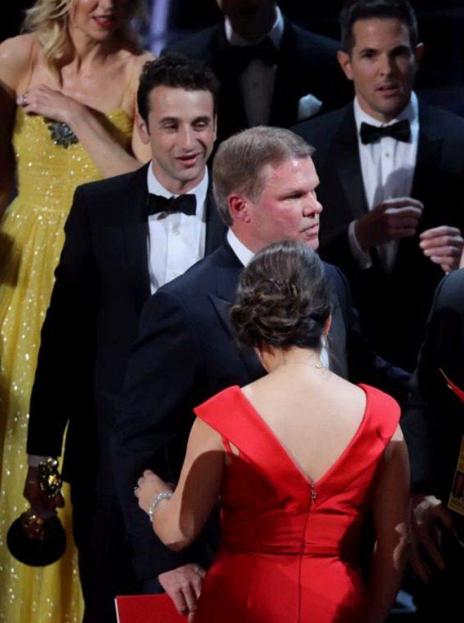 Oscar 2017, gaffe La La Land-Moonlight. Trovato il colpevole: twittava durante la cerimonia