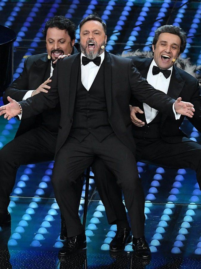 Sanremo 2017, l'esibizione di Cirilli, Insinna e Brignano è la più brutta mai vista sul palco dell'Ariston?
