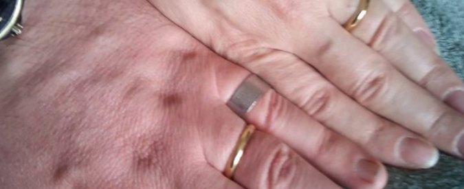 Rovigo, coppia in difficoltà vende fedi ma il parroco lancia appello su Facebook e le ricompra