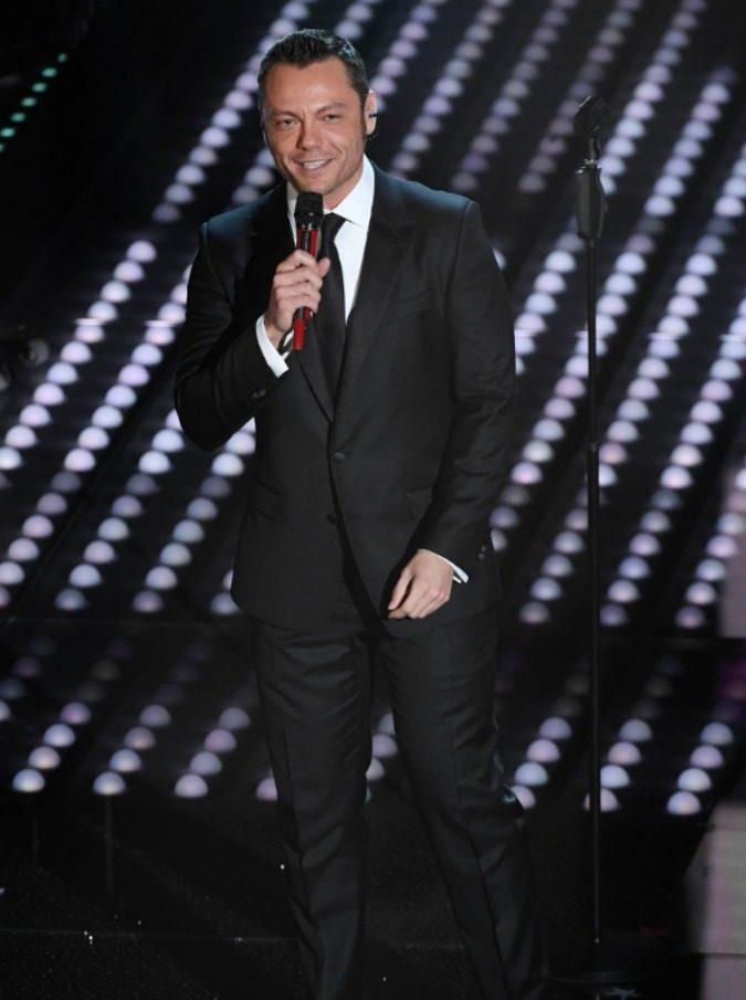 Sanremo 2017, niente Pornhub quando all'Ariston canta Tiziano Ferro (ma anche Al Bano)
