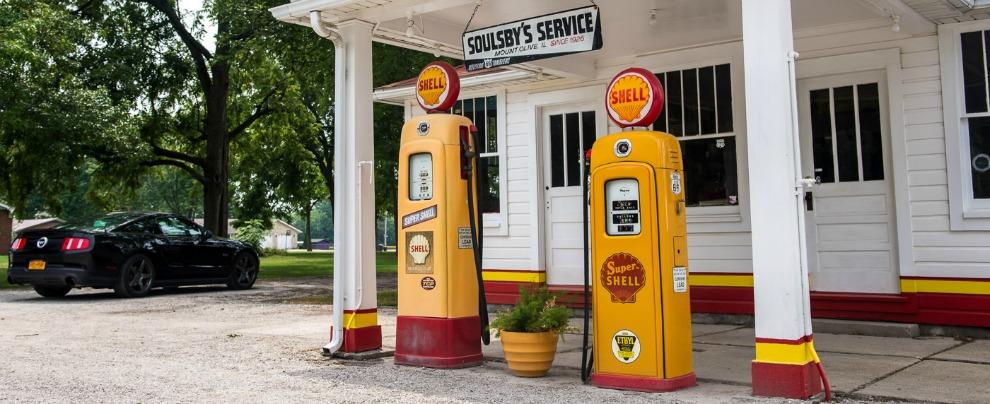 Usa e Inghilterra, lo strano caso delle pompe di benzina. Diminuiscono, ma il consumo di carburante aumenta