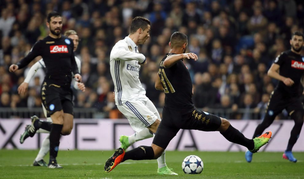 Real Madrid's Portuguese striker Cristiano Ronaldo (3L) vies for the ball with Napoli's French defender Faouzi Ghoulam during their UEFA Champions League round of 16 first leg match at Santiago Bernabeu stadium in Madrid, Spain, 15 February 2017. EFE/JuanJo Martin