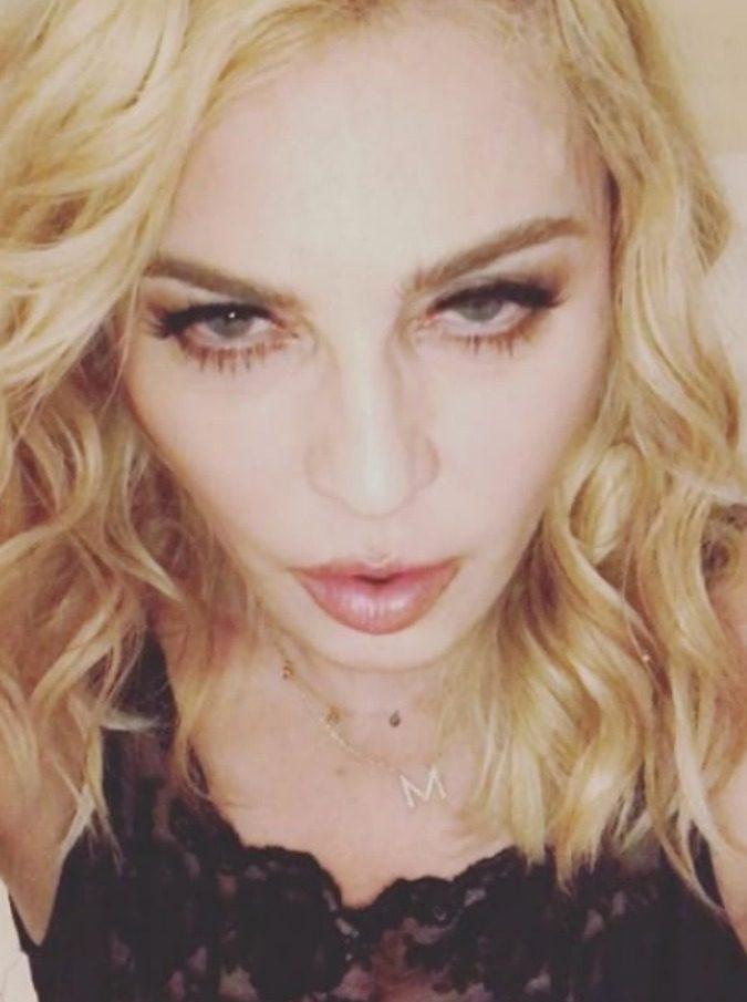 Madonna malata canta (a letto) per gli innamorati