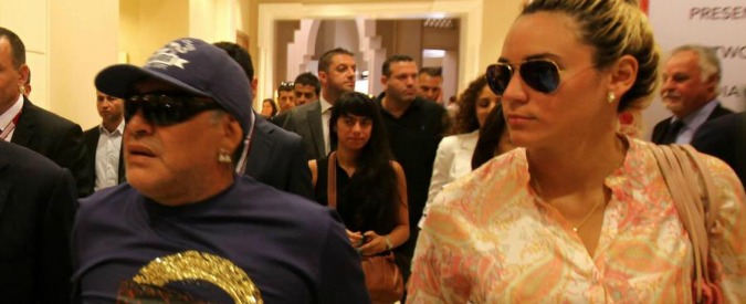"""Maradona interrogato dalla polizia a Madrid dopo """"lite furibonda"""" con la fidanzata Rocío"""