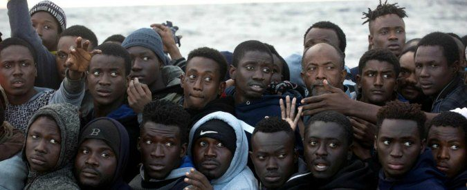 Migranti, accordo Italia-Libia: inefficace e contrario ai diritti umani