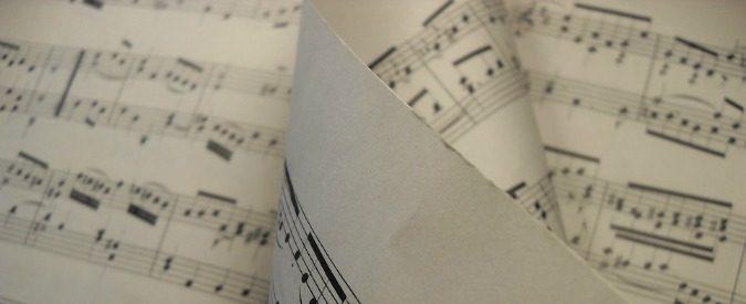 Storia della musica secondo il governo? Insegnare a suonare la chitarra