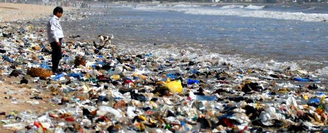 Inquinamento, allarme Onu per la plastica negli oceani: conseguenze su 600 specie. Parte la campagna #CleanSeas