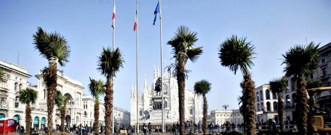 """Milano, a fuoco le palme appena installate in piazza del Duomo. """"Rogo dopo la mezzanotte"""""""