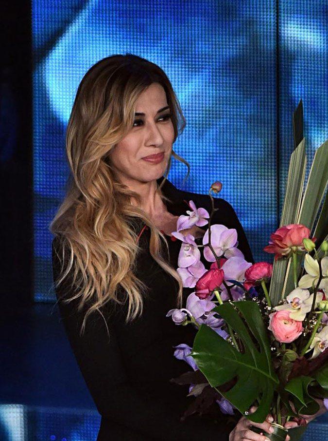 Sanremo 2017, la scaletta della quarta serata. Finale giovani, poi Montalbano e Virginia Raffaele