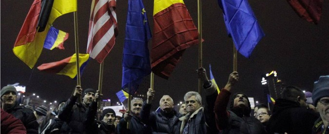 """Romania, governo """"battuto"""" dalla piazza. Ritirate le leggi """"salva corrotti"""""""