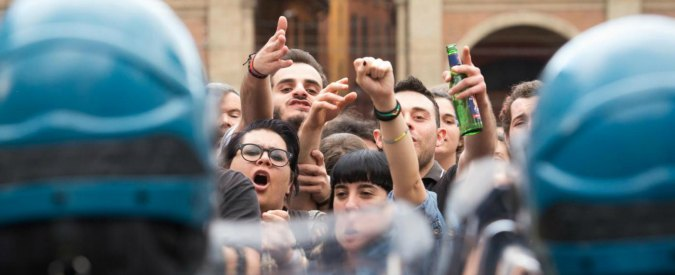 """Bologna, Merola con la polizia dopo gli scontri in Ateneo: """"Collettivi delinquenti"""""""