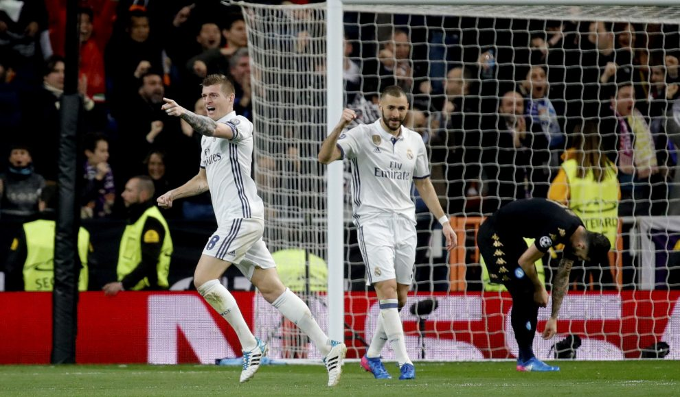 Real Madrid's German midfielder Toni Kroos (L) jubilates a goal, the second against Napoli, during their UEFA Champions League round of 16 first leg match at Santiago Bernabeu stadium in Madrid, Spain, 15 February 2017. EFE/JuanJo Martin