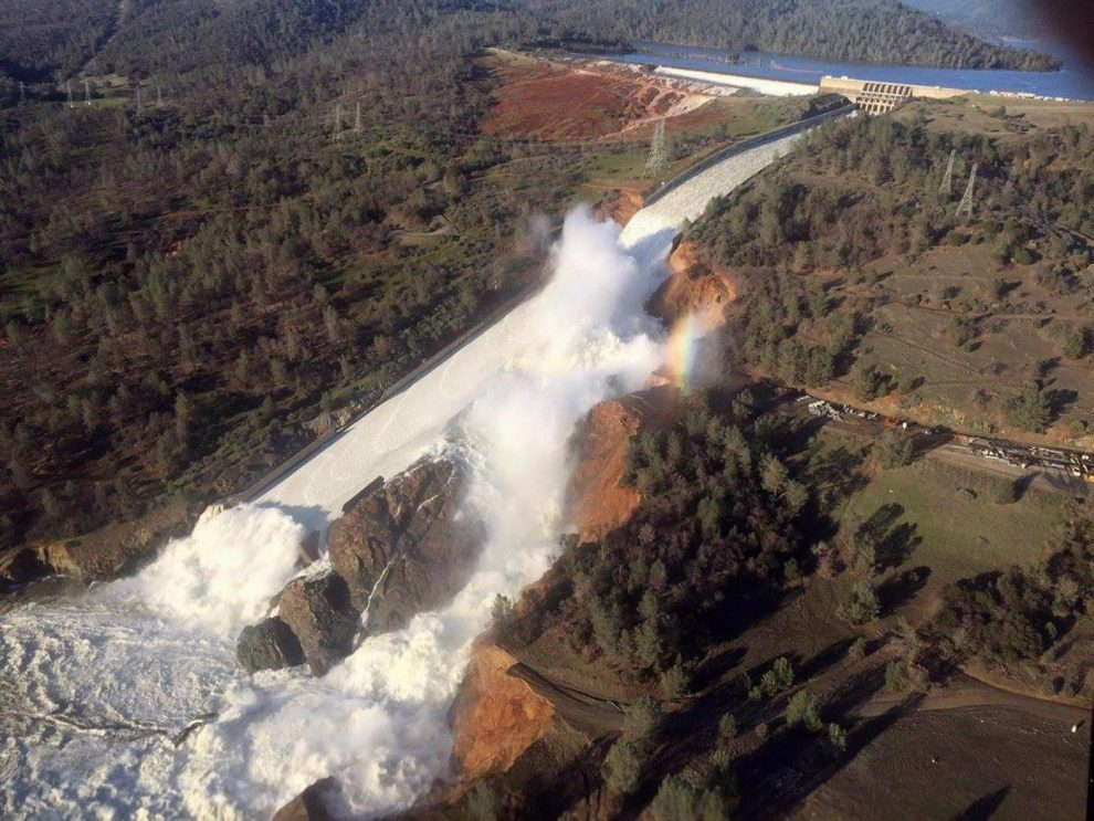 California, la diga più alta degli Stati Uniti a rischio collasso per una crepa: evacuate 188mila persone
