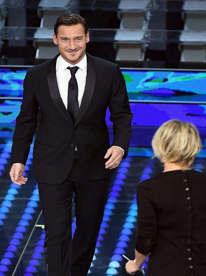 Sanremo 2017, i dati Auditel della seconda serata: ascolti alti, ma non da record