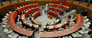 """""""Vitalizi ma non solo: legge bufala per non tagliarsi gli stipendi"""". Trentino-Alto Adige, proteste in piazza contro consiglieri"""