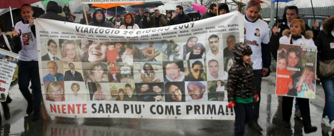"""Strage di Viareggio, i parenti delle vittime: """"Togliete il titolo di Cavaliere del lavoro a Moretti"""""""