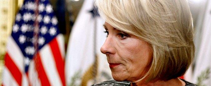 Trump, il tycoon punta su Betsy DeVos: la sacerdotessa della scuola religiosa che mira a distruggere quella pubblica