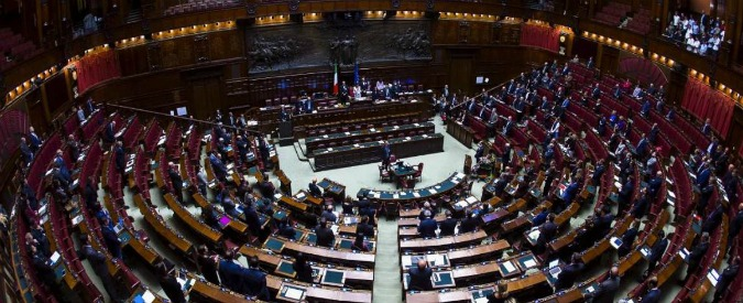 """Legittima difesa, al voto della Camera il disegno di legge. Forza Italia si sfila ed è scontro sull'uso delle armi """"in tempo di notte"""""""