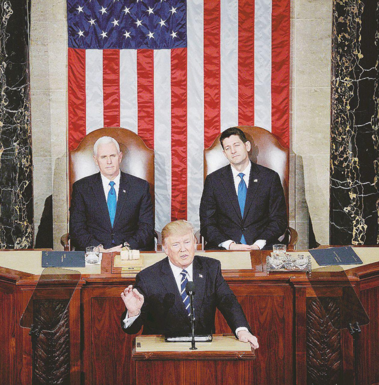 """Trump cambiaverso: """"Tutti insieme per l'America"""""""