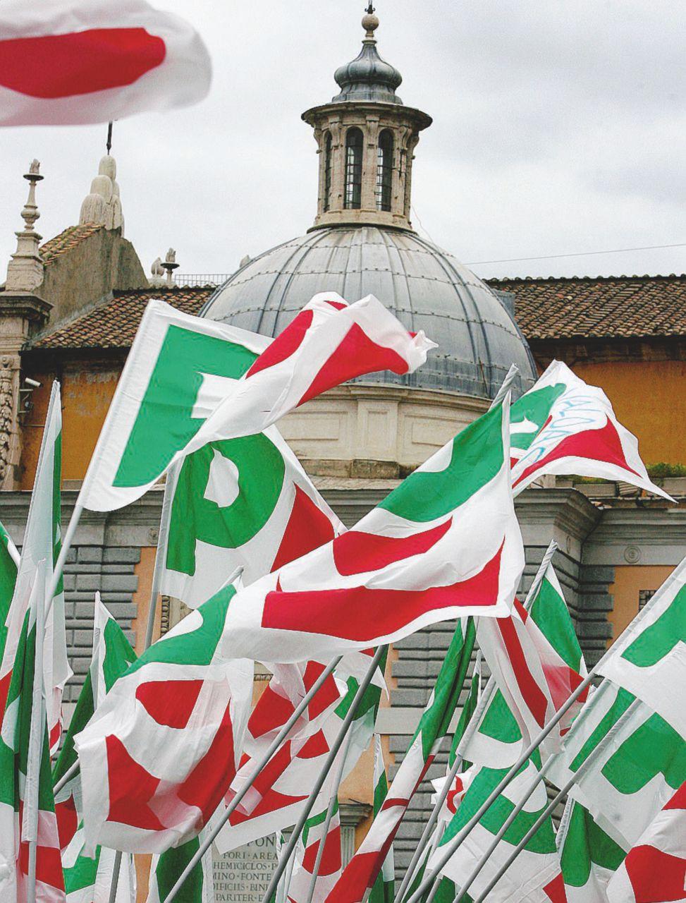 Pd: clan, tessere sul sagrato e boom di iscritti a Rignano