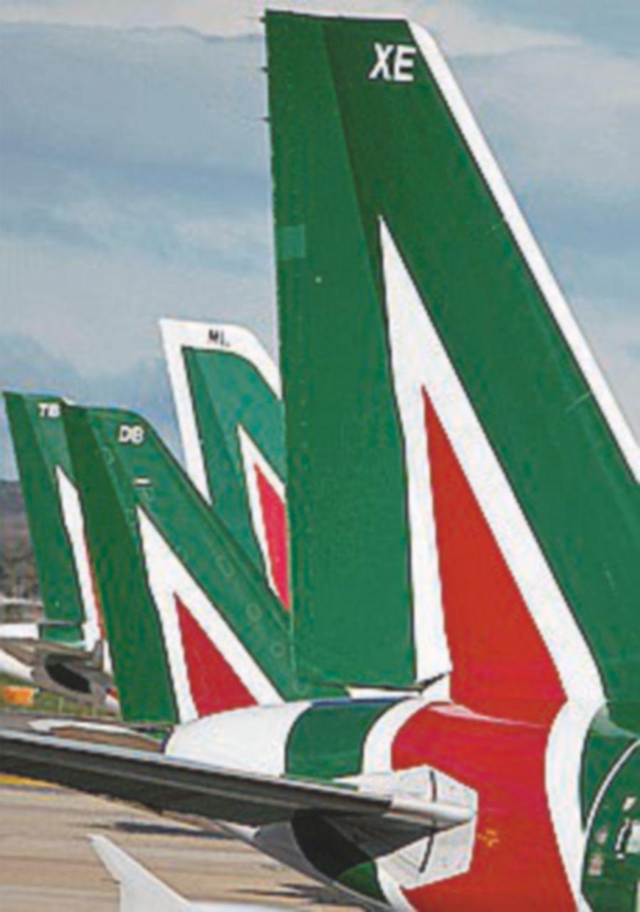 Alitalia tra esuberi e cambi al vertice: cda caldo sul piano