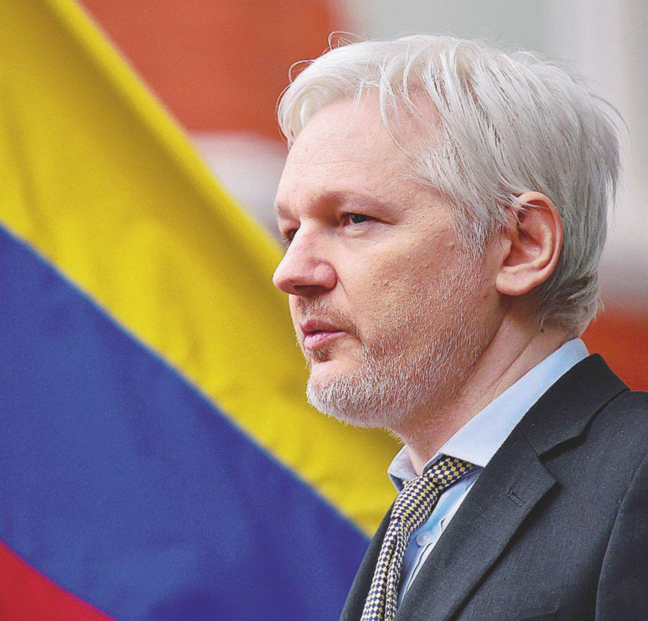 Assange, la Cia e l'America (di Obama) sempre cattiva